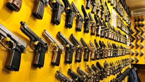 Porte de armas nos EUA cresce 178% em sete anos; criminalidade despenca