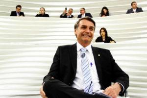 """O dia em que ex-guerrilheiro, militantes e desarmamentistas tentaram """"fuzilar"""" Bolsonaro"""