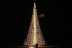 MAIOR árvore de Natal do mundo